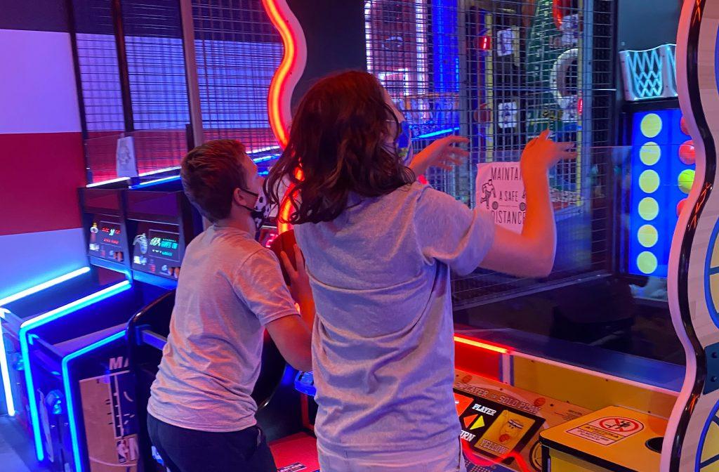 Kids-playing basketball at an arcade